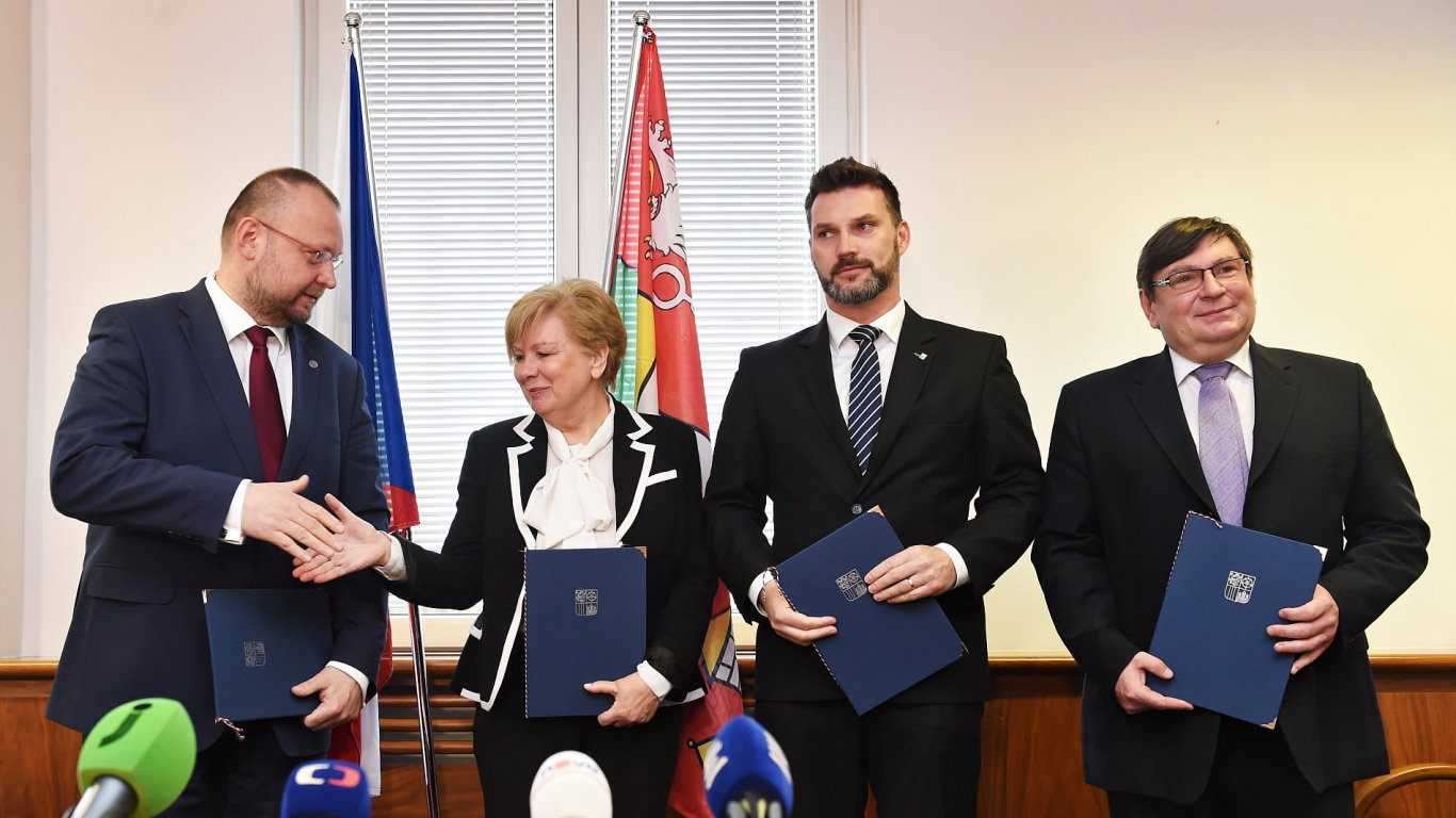 Koalice se zástupci ČSSD, KDU-ČSL, Jihočeši 2012 a uskupení Pro Jižní Čechy.