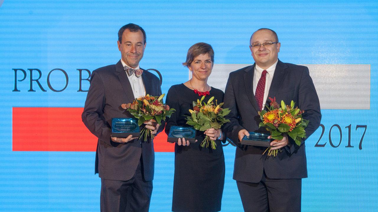 Martin Stránský, Markéta Pravdová a Dan Zwieb. Vyhlášení ocenění Pro bono & CSR 2017.