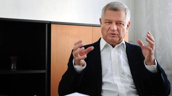 Miliardář Zdeněk Zemek podniká v hutním průmyslu či autobusové dopravě.