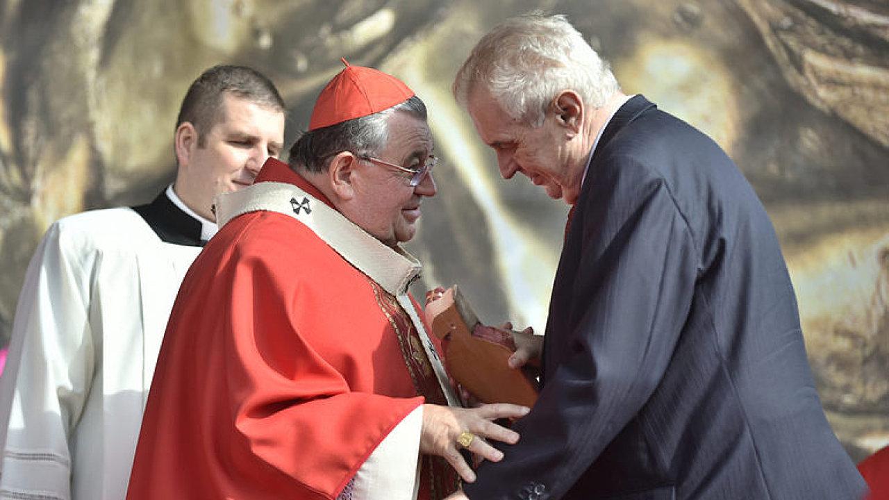 Dukovi vadí kříže v Lidlu, ale neřeší, když politici popírají holokaust, říká autor dopisu papežovi.