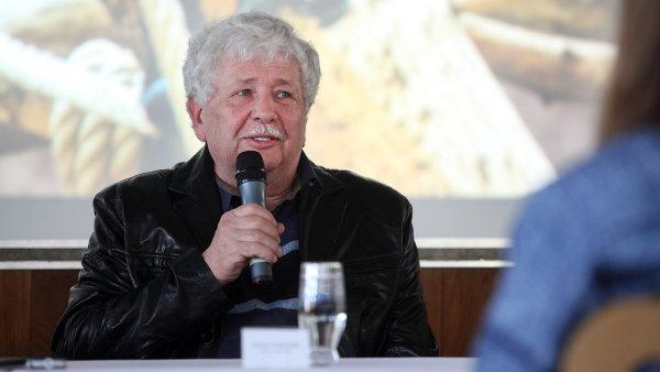 Senátor Václav Chaloupek na protest proti vyznění inauguračního projevu opustil Vladislavský sál.