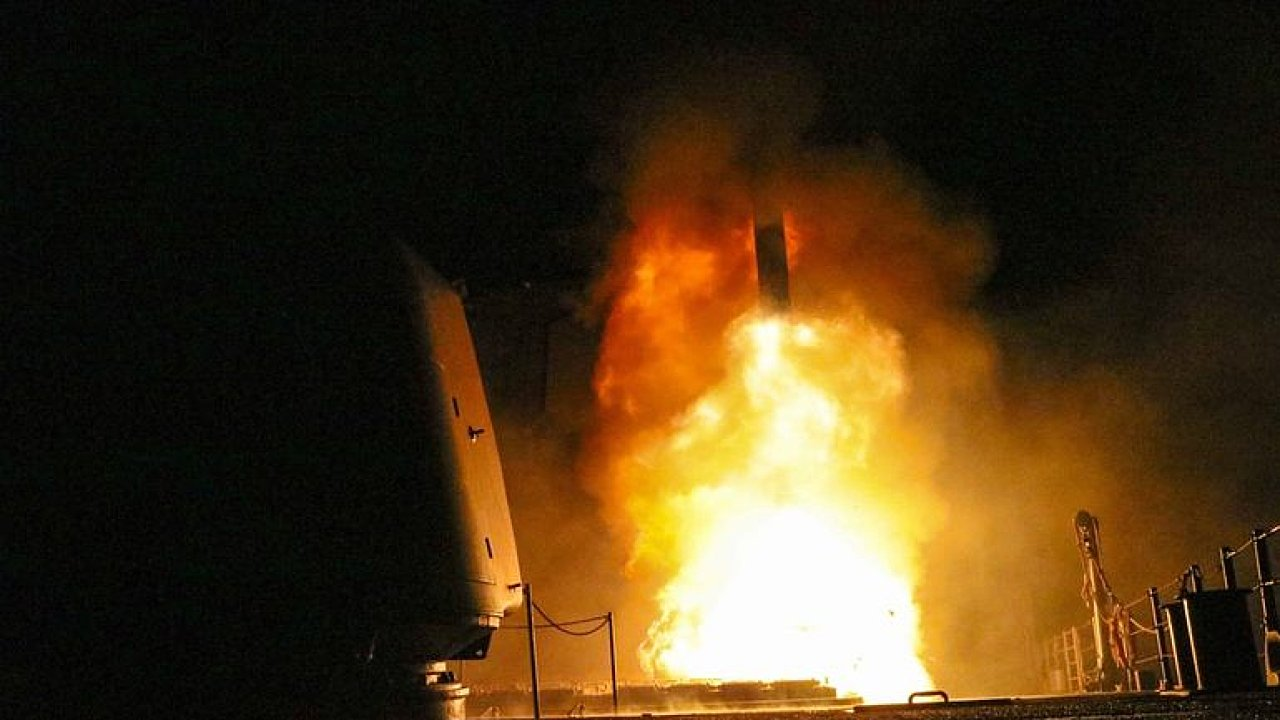 Masakrování lidí v Sýrii bude Západ dál přihlížet, odveta přišla až za chemické zbraně, říká expert.