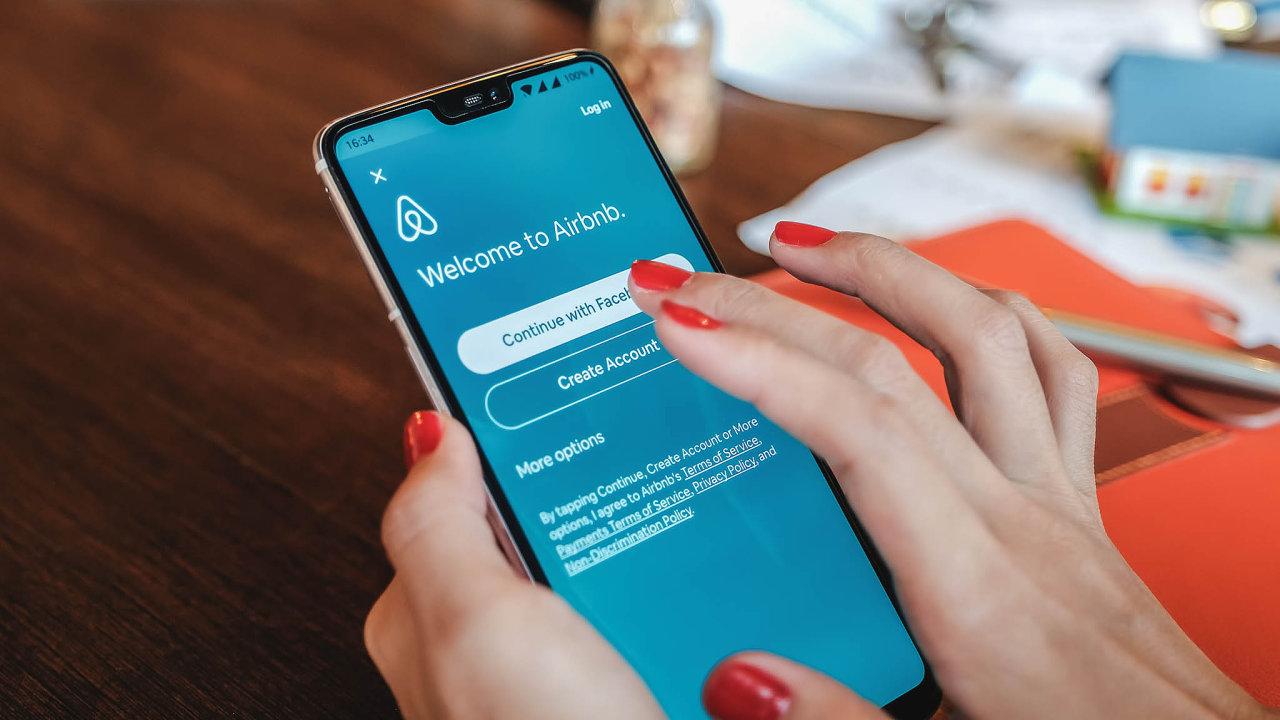 Pražský magistrát hledá cesty, jak službu Airbnb více regulovat.