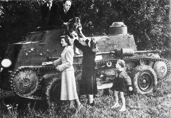 Češka projela železnou oponou v tanku za svou láskou. Tak vypadala její cesta
