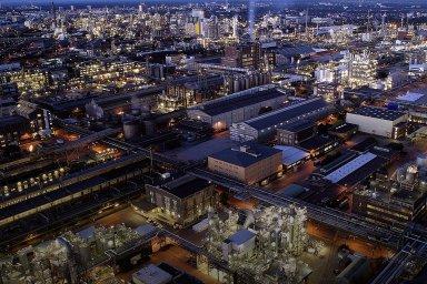 BASF je největší chemická firma nasvětě, která vLudwigshafenu provozuje celosvětově největší integrovaný chemický výrobní komplex.