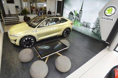 Škoda chce příští rok prodávat auta on-line. V Plzni otevřela svůj první digitální showroom
