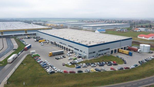 "Nové logistické centrum Cargo-partner u Prahy se rozšiřuje o ""chlaďák""."