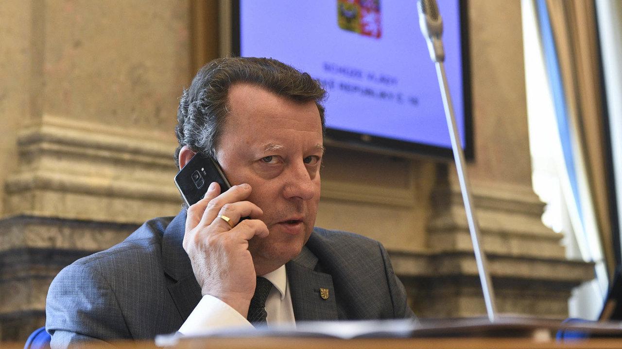 Staněk pod tlakem: Bývalý primátor Olomouce má ve funkci ministra kultury po 11 měsících skončit po několika kauzách ke konci května. Bude již šestým politikem, který z Babišova kabinetu odejde.