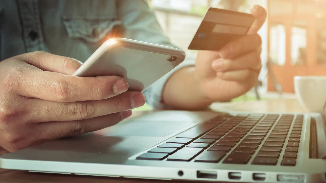 Informační systém bank dokáže rozlišit, kdy uživatel zadá heslopomaleji či nepřesně. Vten moment mu může zablokovat on-line platbu, nebo požadovat její ověření.