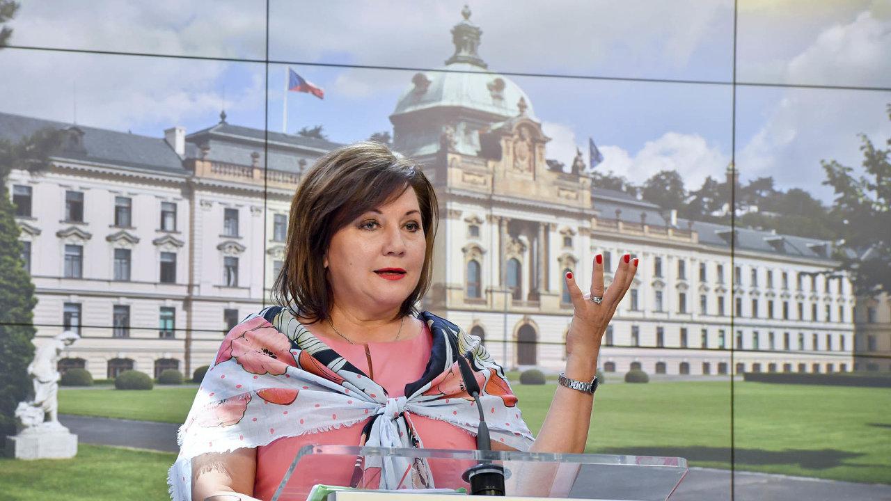 Ministryně financí Alena Schillerová (za ANO).