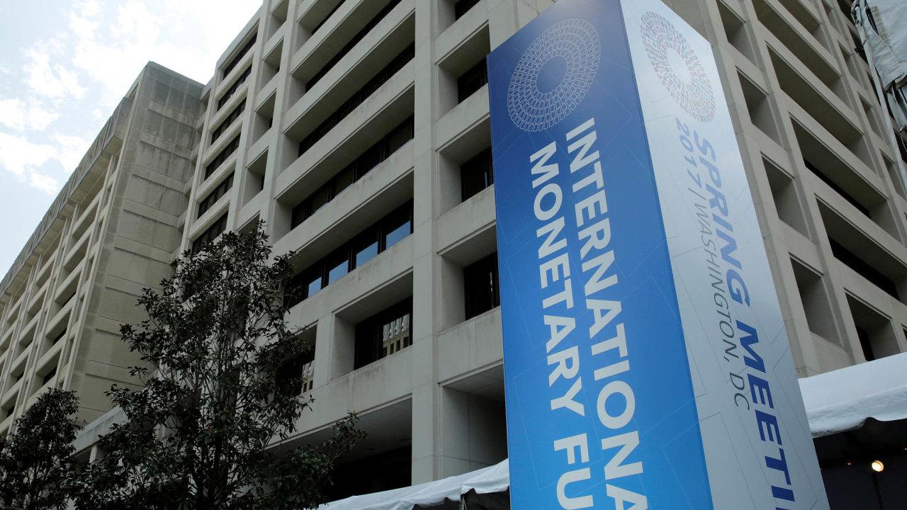 Analytici Mezinárodního měnového fondu straší hrozbou zpomalení ekonomiky už od roku 2017.