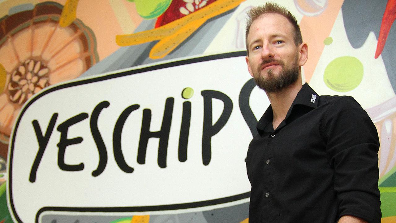ZOstravy do Frýdku. Společnost Yes Chips, kterou založil Martin Mondek, loni přestěhovala výrobu zOstravy do Frýdku-Místku. Denně tady udělají čtyři tisíce sáčků luštěninových chipsů.