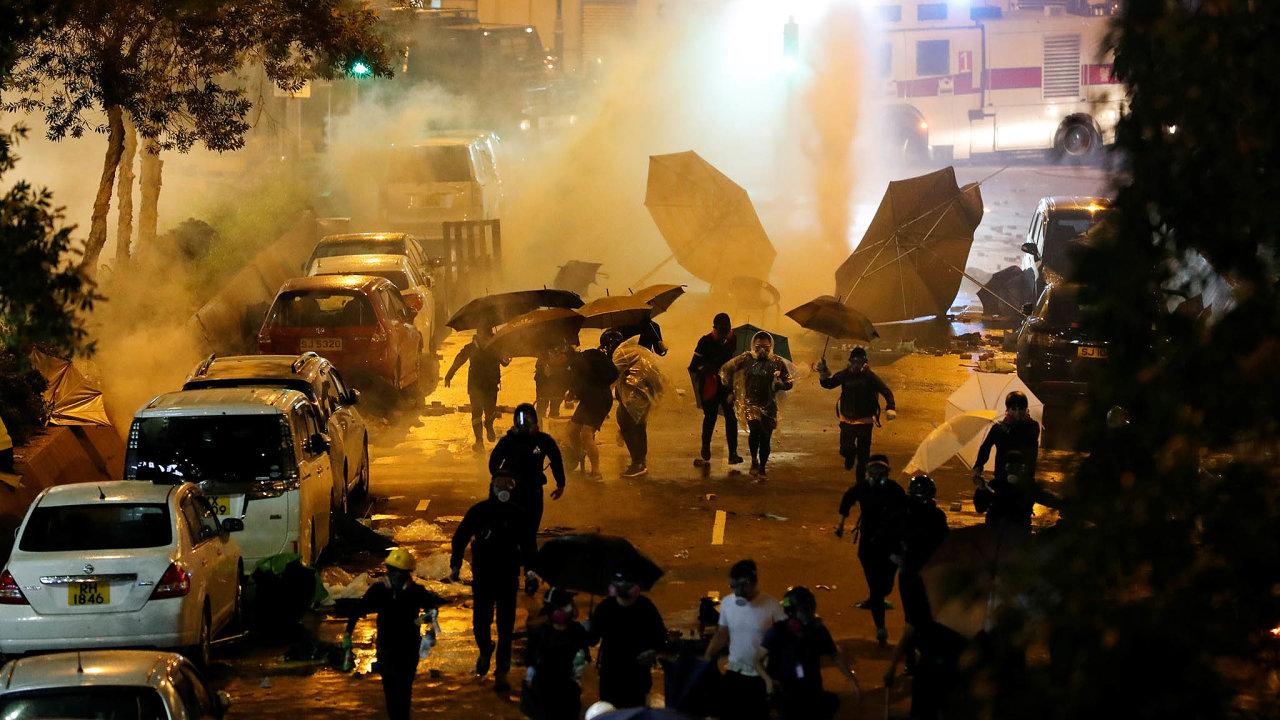 Celý demokratický svět obdivuje už půl roku trvající boj za svobodu obyvatel Hongkongu.