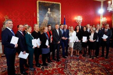 Poprvé v dějinách Rakouska se ujala vlády koalice křesťansko-demokratických lidovců a Zelených.
