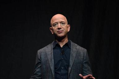 Nejbohatší člověk planety, šéf internetového obchodu Amazon.com Jeff Bezos, měl podle žebříčku magazínu Forbes v loňském roce majetek v hodnotě 131 miliard USD.