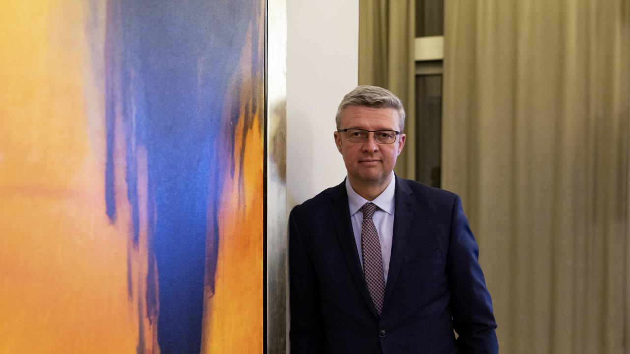 Ministr průmyslu Karel Havlíček (zaANO) řekl, že by dokonce roku 2022 měl být vybrán dodavatel nového bloku Jaderné elektrárny Dukovany. Stavební povolení má být vydáno doroku 2029.