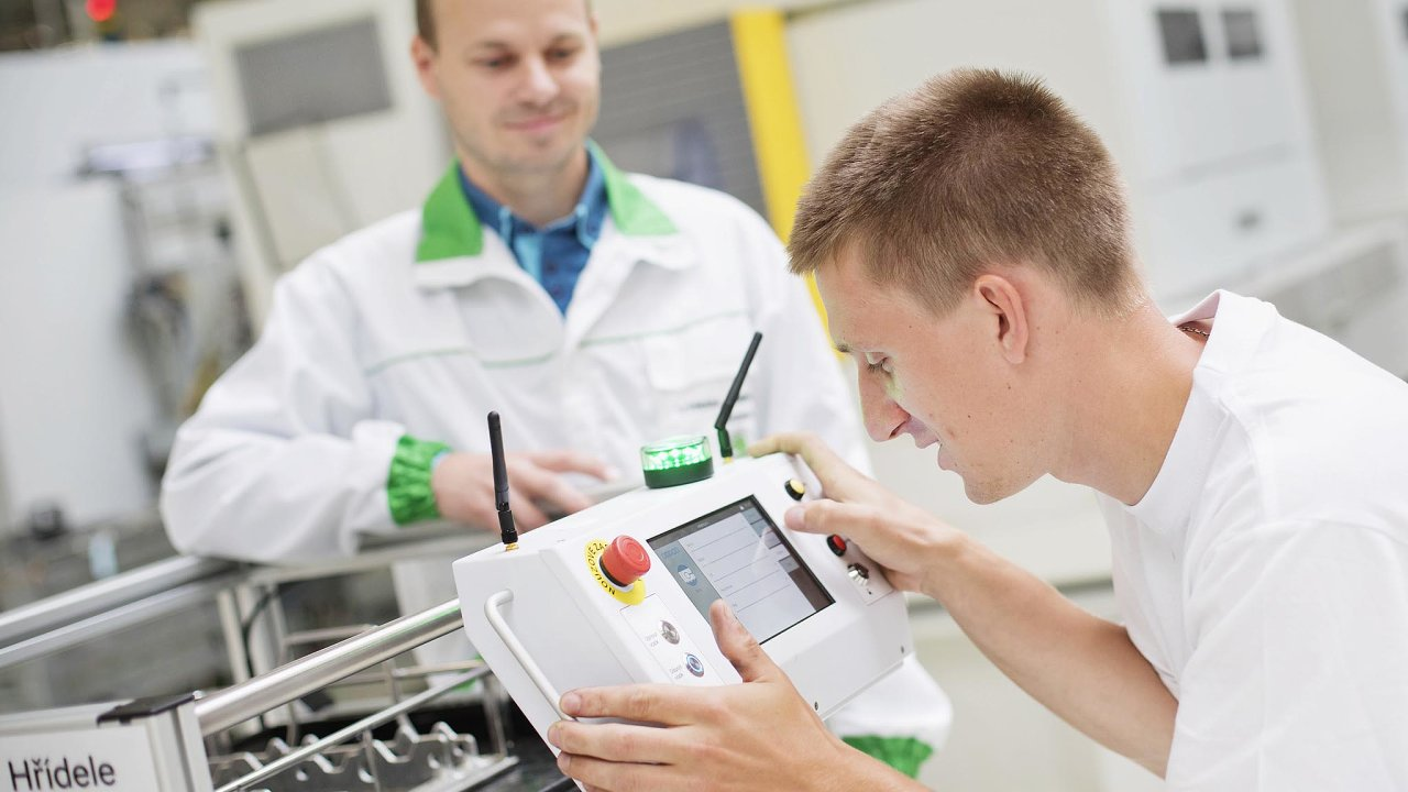 Stáž je dobrý byznys pro obě strany. Některé firmy, například Škoda Auto, vypisují soutěže, jejichž vítězi se automaticky nabízí stáž nebo pracovní místo.
