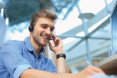 Kontaktní centrum je navíc nejen místem, kam se prostřednictvím různých kanálů (nejčastěji telefonicky či e-mailem) obracejí zákazníci se svými dotazy, reklamacemi nebo stížnostmi.