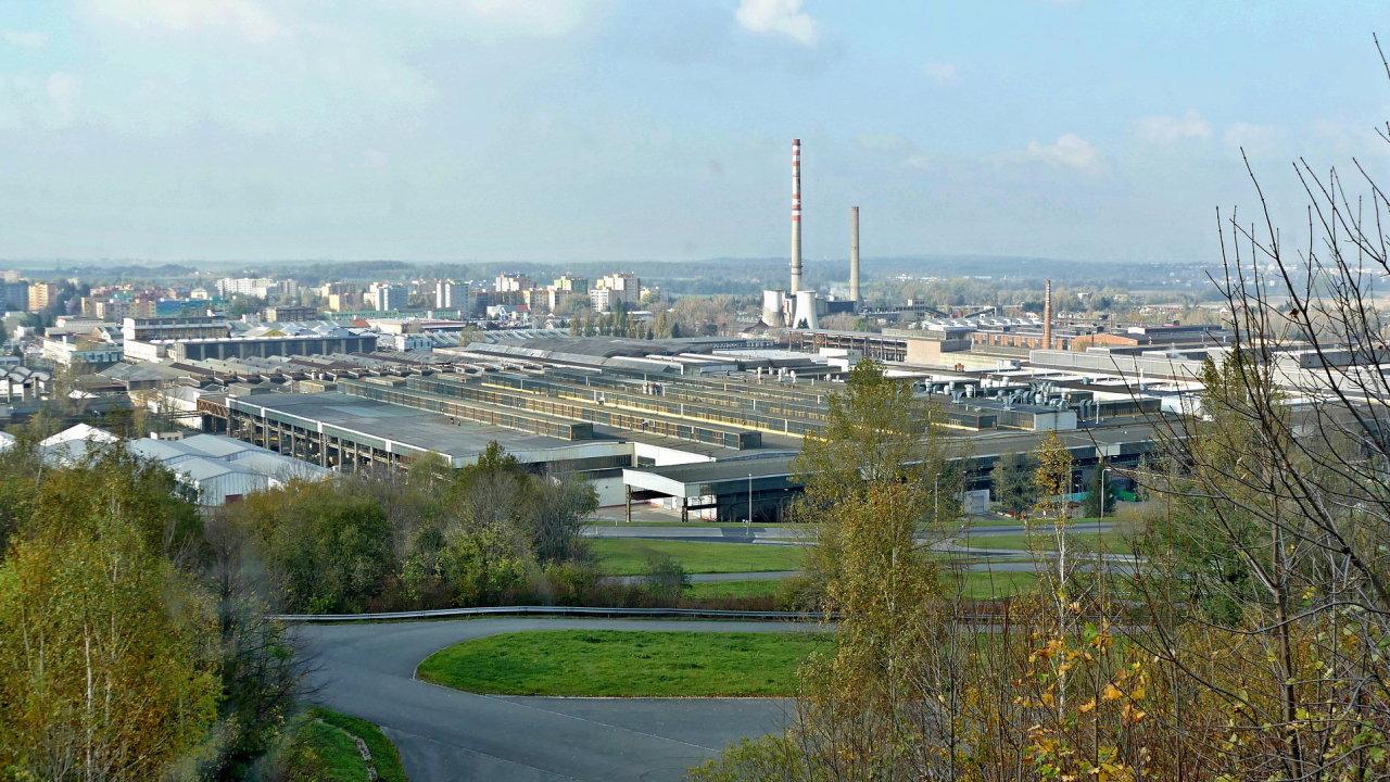 Z kopřivnické továrny stále vyjíždějí nová vozidla značky Tatra.