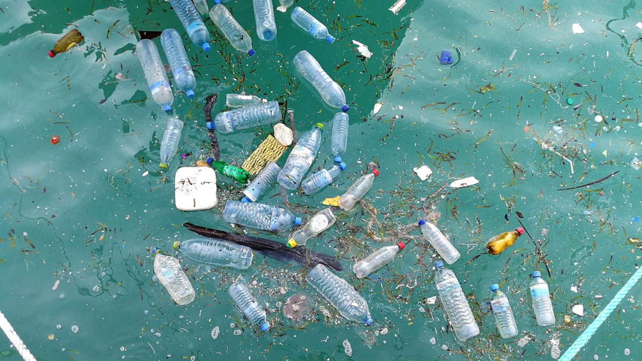 Do roku 2040 bude v přírodě 1,3 miliardy tun plastu.