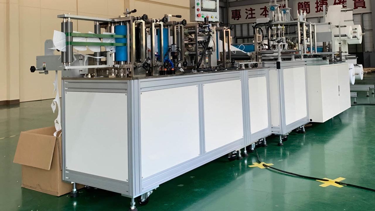 Čekající linky: Tchajwanská společnost Autoland Technology potvrdila, že daruje Česku pět linek navýrobu roušek. Záměr, že by mohly být instalovány během listopadu, však nevyjde.