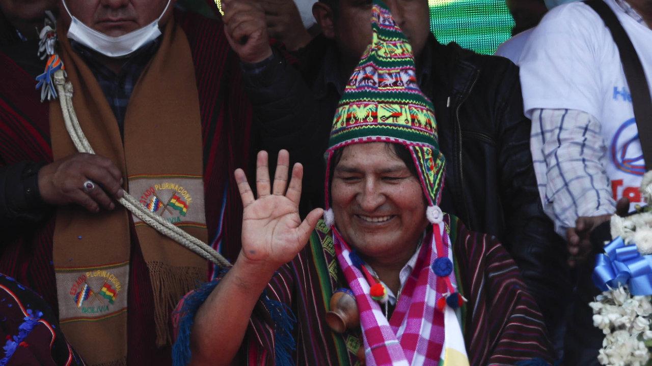 Pěstitel koky Evo Morales byl prvním indiánským prezidentem v dějinách Bolívie.