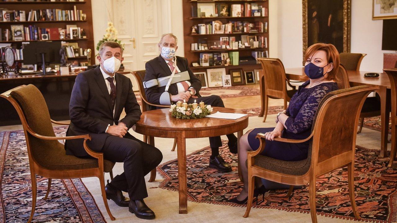 Ministryně financí Alena Schillerová (za ANO) ohlásila možnou změnu názoru prezidenta po své schůzce s ním a s premiérem Andrejem Babišem ohledně daňového balíčku.