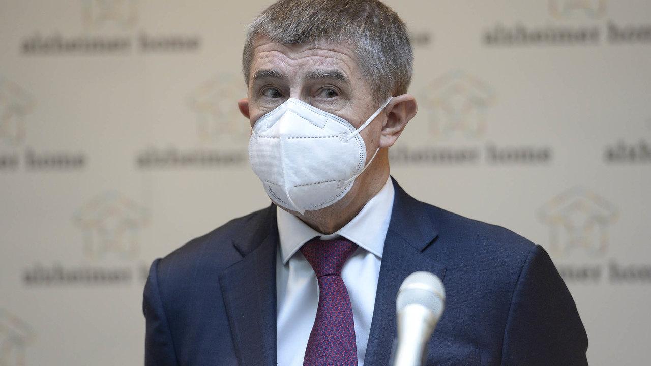 Premiér Andrej Babiš včera nejprve řekl, že stát zatím ododávkách vdalších týdnech nemá informace, poté ale vČT uvedl, že následující tři týdny mají být kráceny naplánované dodávky o30 procent.