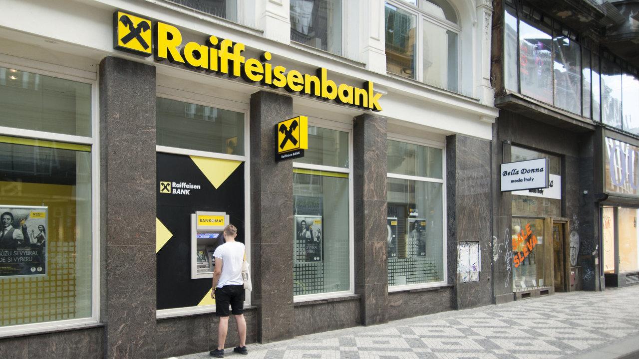 Podle navrhované vlastnické struktury získá Raiffeisen Bank International 70 procent Akcenty a zbývajících 30 procent získá její česká dceřiná Raiffeisenbank.