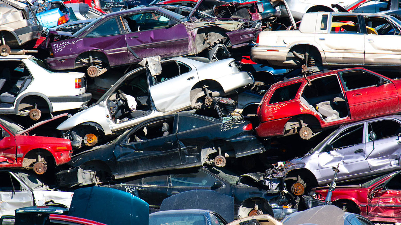 Čekají nanovou šanci. První automobilky oznámily, že spustily výrobu zrecyklovaných materiálů. Přidají sedalší?