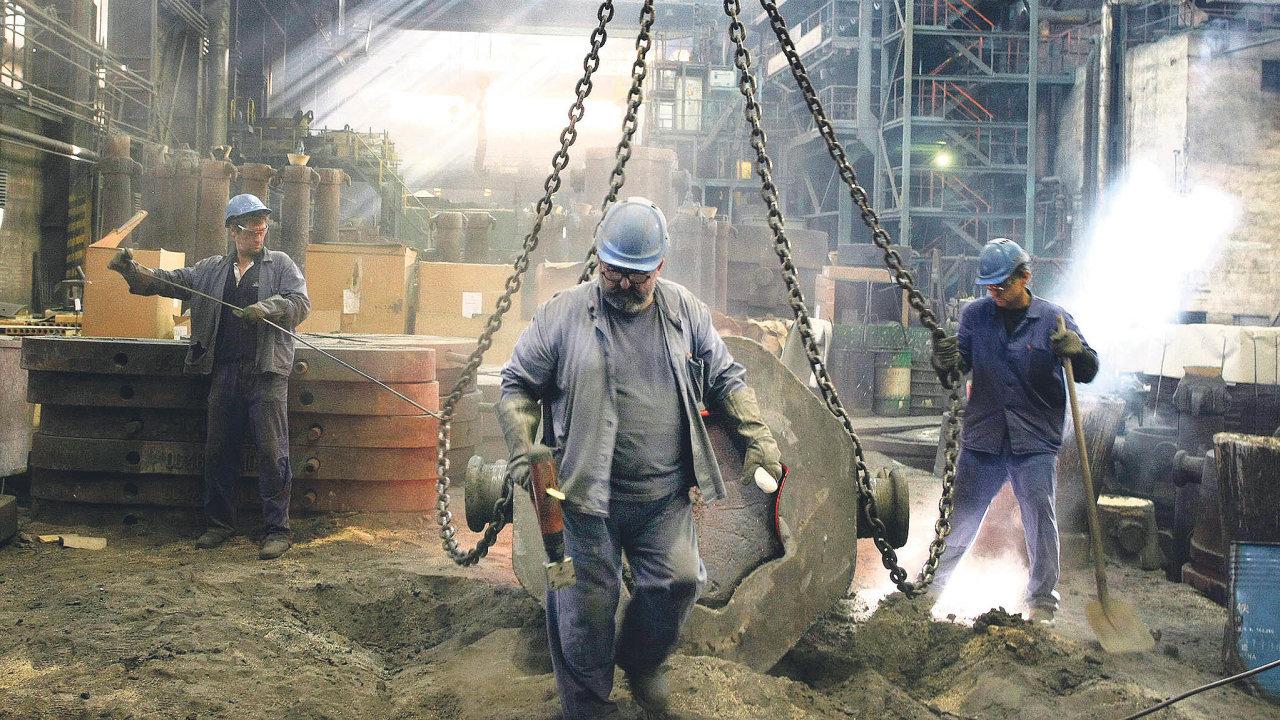 Průmysl v Česku v dubnu meziročně stoupl o 55,1 procenta, což je dosud nejvíc.