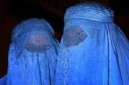 Ženy zakryté v burce.