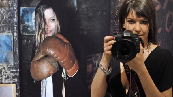 Fotografka Alžběta Jungrová při zahájení své výstavy v galerii DOX