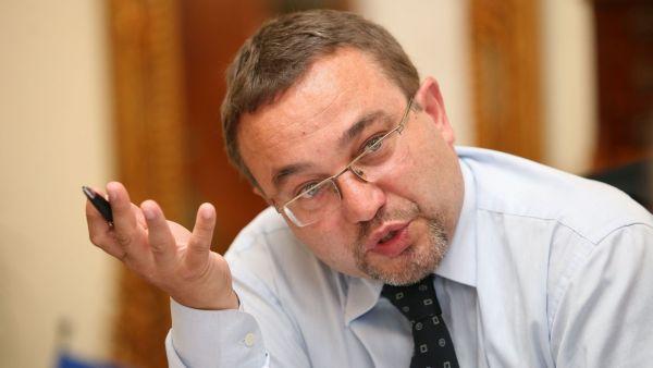 Exministr �kolstv� Josef Dobe�