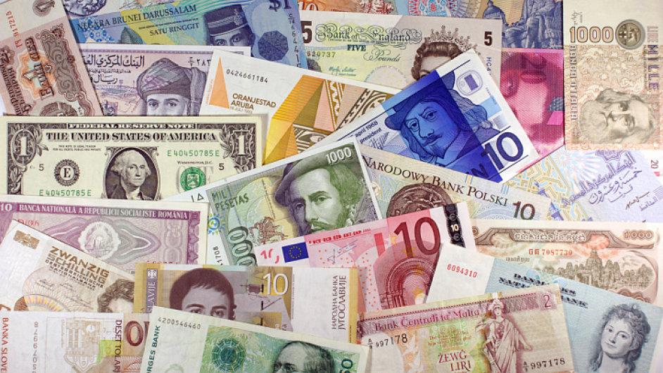 Peníze, bankovky světových měn. Ilustrační foto
