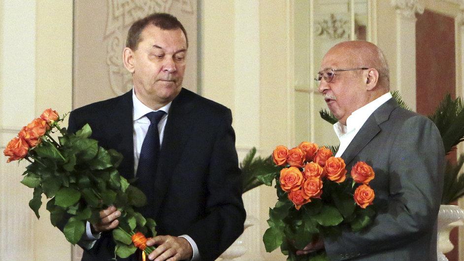 Nově jmenovaný šéf Velkého divadla Vladimir Urin (vlevo), bývalý ředitel Anatolij Iksanov (vpravo)