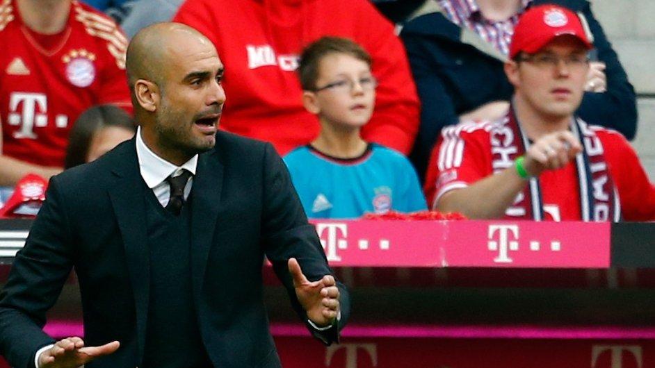 Trenér Pep Guardiola na lavičce Bayernu