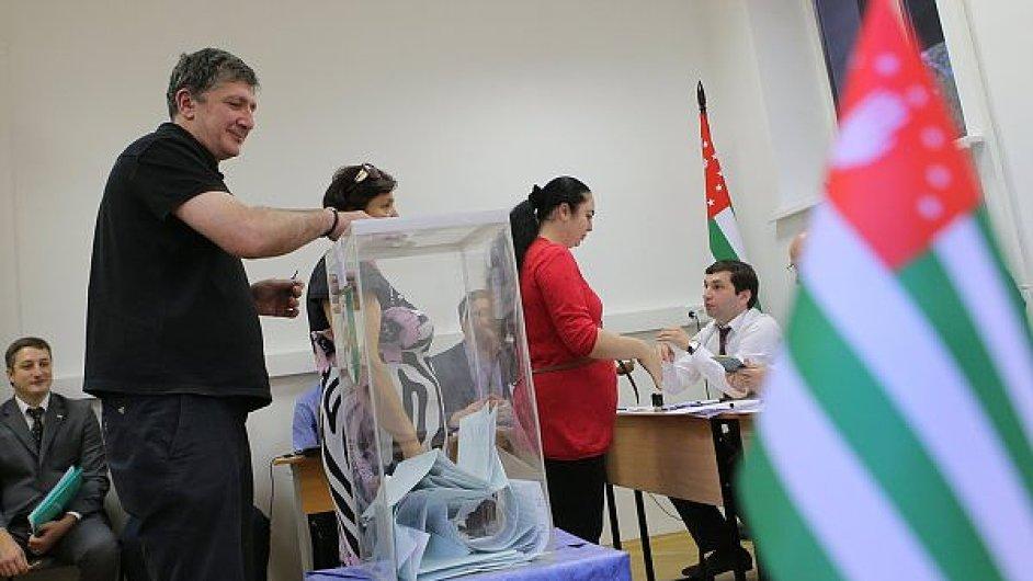Občané Abcházie volí prezidenta.