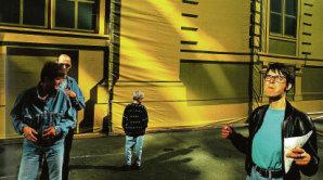Navzdory tomu, �e byla za��tkem devades�t�ch let barevn� fotografie pova�ovan� za pod�adnou, Birgusovi v roce 1993 �ernob�l� �k�la na zobrazen� Berl�na nesta�ila.