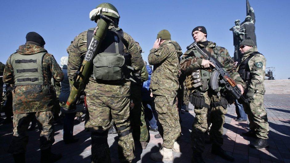Většina Rusů věří, že jejich vojáci na východě Ukrajiny nebojují.