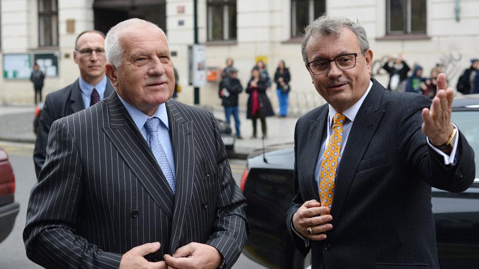 Václav Klaus (vlevo) s prezidentem Hospodářské komory ČR Vladimírem Dlouhým