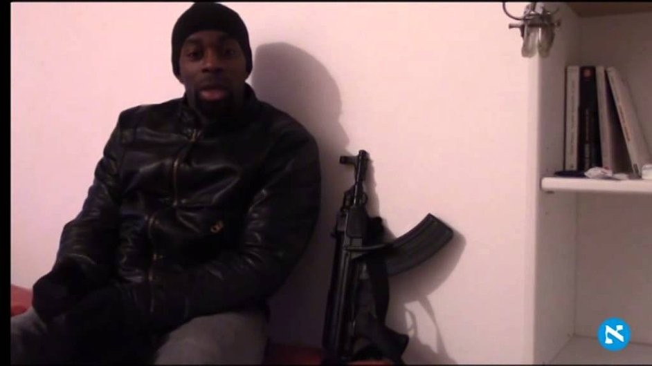 Muž tvrdí, že je zodpovědný za útoky v Paříži.