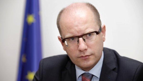Premiér Bohuslav Sobotka bude muset o navýšení minimální mzdy přesvědčit i ostatní členy vlády.