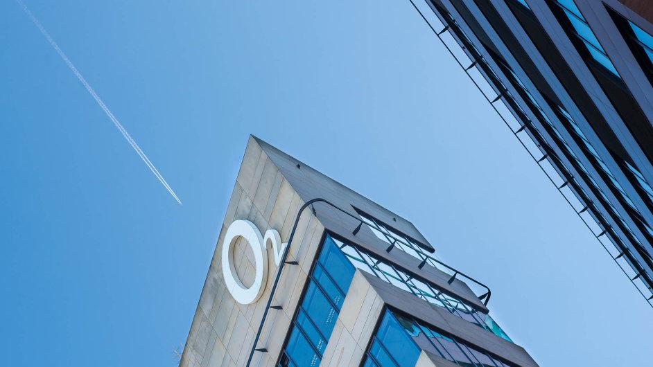 Akcie O2 by se mohly vrátit zpátky doklíčového mezinárodního indexu.