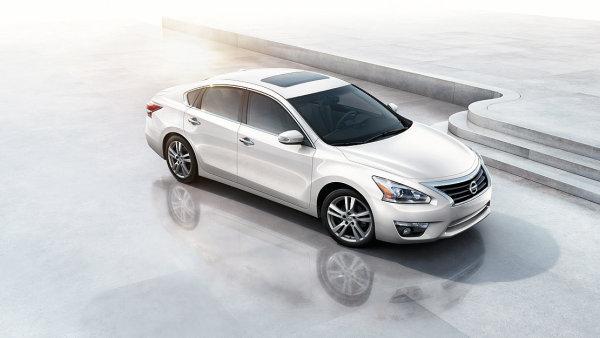 Nissan Altima v USA patří mezi hojně prodávané vozy.