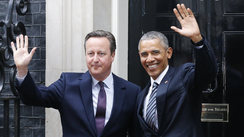 Americký prezident Barack Obama se na návštěvě Velké Británie setkal také s premiérem Davidem Cameronem.