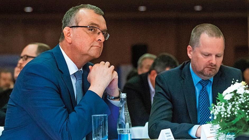 V tažení proti EET začínají šéfové TOP 09 a ODS Miroslav Kalousek a Petr Fiala spoléhat na poslední instanci - na Ústavní soud.