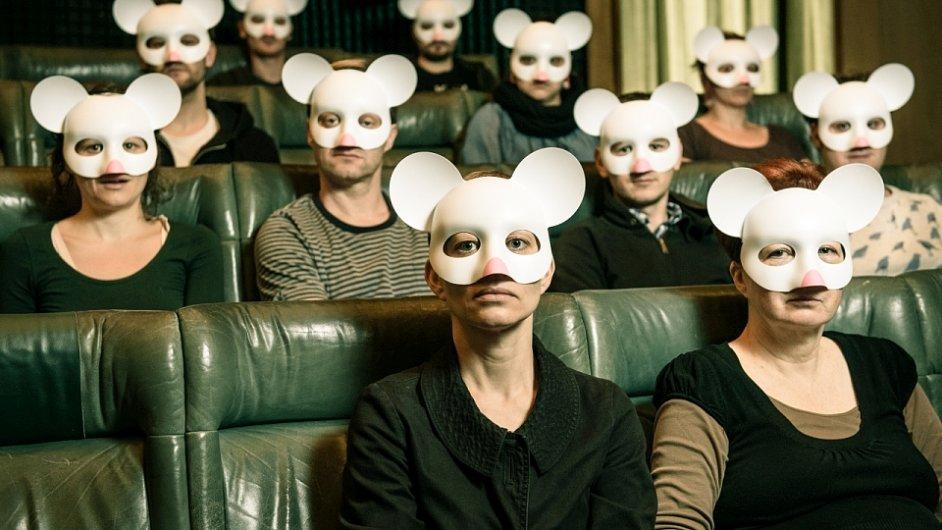 Oficiální snímek z inscenace Experiment myší ráj.