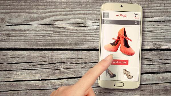 Češi mají stále více zkušeností s nákupem přes mobil - Ilustrační foto.