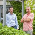Juraj �abatka (vlevo) se ve firm� Idea RS star� o obchod a z�kaznickou podporu. Lubom�r �abatka spole�nost spoluzakl�dal.